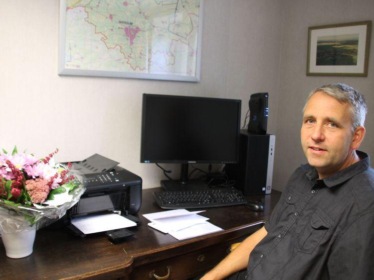 Bürgermeister René Weiler-Rodenbäck in seinem Büro.