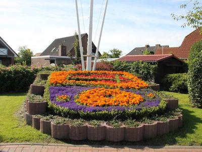 Blumen zeigen das Werdumer Wappen