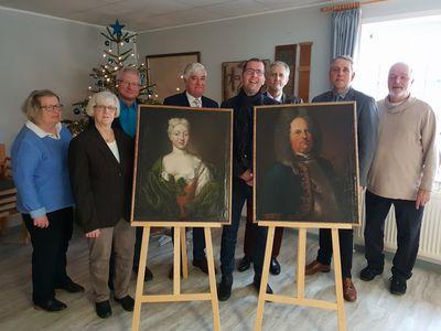 Vertreter des Kulturvereins beim Pressetermin für zwei neue Gemälde