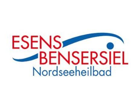 Das Logo hat eine rote Schrift und dahinter eine blaue geschwungene Welle mit blauem i Punkt