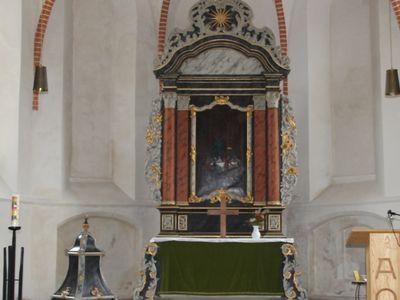 Blick auf den Altar in der St.-Nicolai Kirche