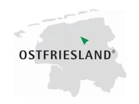 Graue Karte von Ostfriesland und darüber steht das Wort Ostfriesland