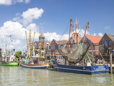 Kutter im Hafen von Neuharlingersiel