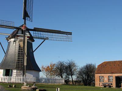 Links die Mühle und rechts die Schmiede